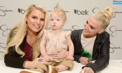 Jessica_Simpson_s_Daughter_Maxwell_Applies_Mommy_s_Makeup_In_Precious_New_Instagram_Pic.jpg