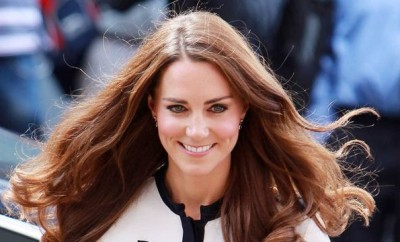 34_Photos_of_People_Mesmerized_By_Kate_Middleton_s_Hair_Glorious_Hair.jpg